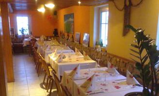 Gastraum n der Pizzeria La Famglia in Grumbach